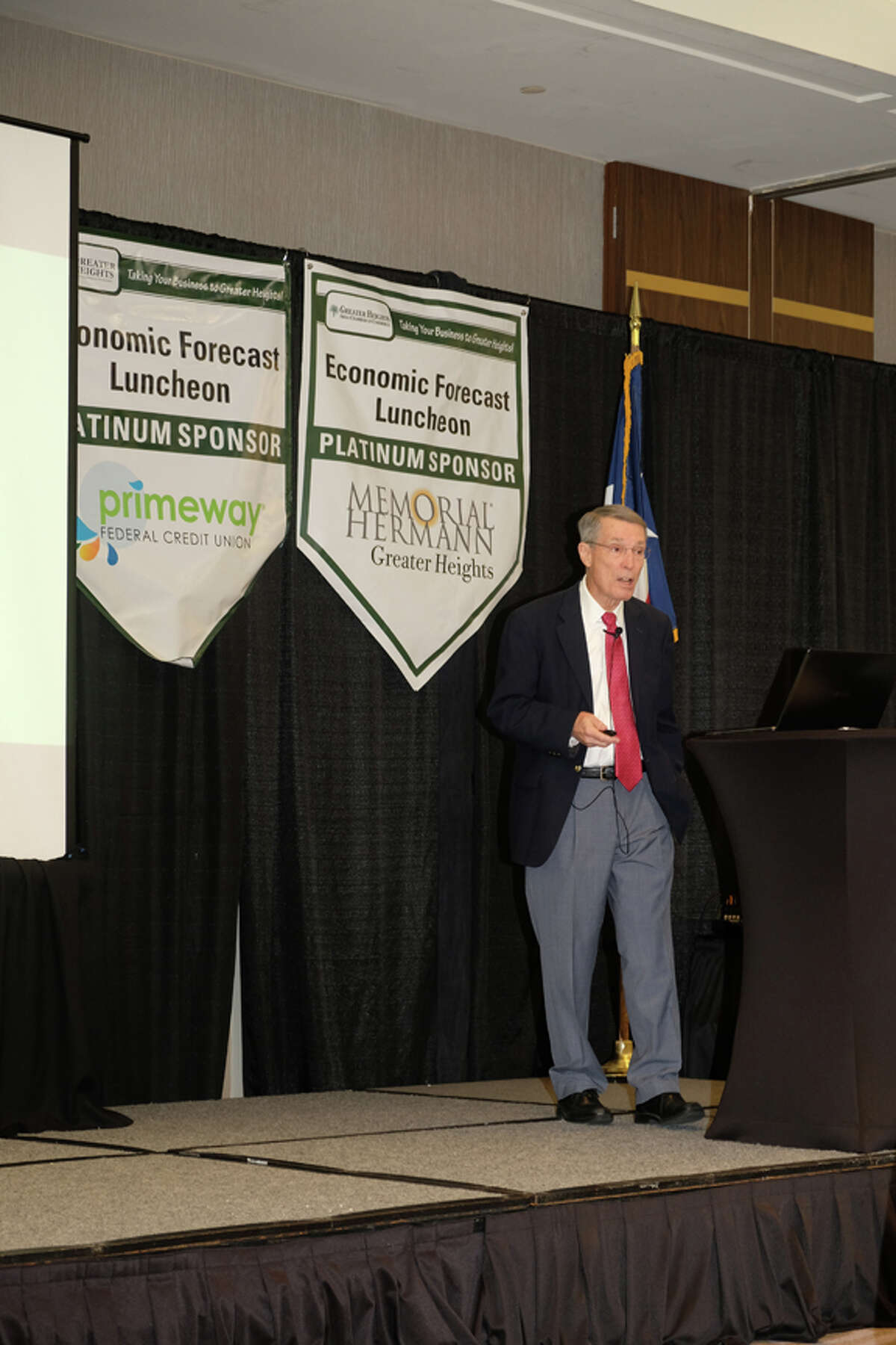 Dr. Bill Gilmer, an expert on the Houston economy, recently addressed members of theGreater Heights Chamber of Commerce. Gilmer reported thatthe oil and gas industry is suffering, and the economic structure of the fracking industry is to blame.