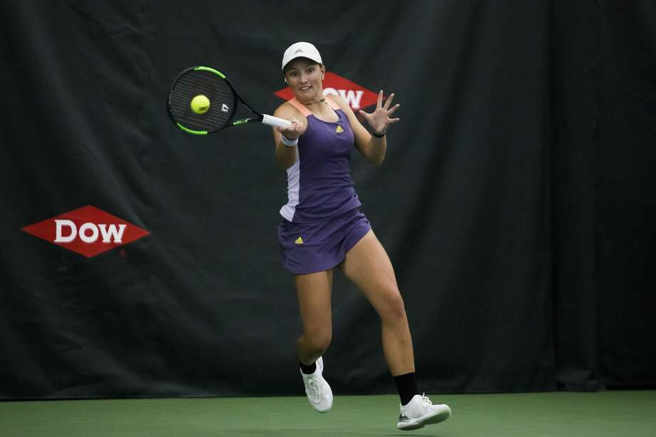 Ellie Coleman of Midland returns the ball in a match against Yanina Wickmayer of Belgium during the Dow Tennis Classic Tuesday, Feb. 4, 2020. (Katy Kildee/kkildee@mdn.net) Photo: (Katy Kildee/kkildee@mdn.net)