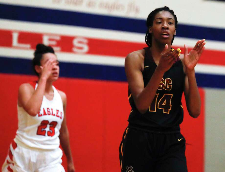 Summer Creek forward Maliyah Johnson (14) reacts after an Atascocita turnover during the second quarter of a District 22-6A high school girls basketball game at Atascocita High School, Tuesday, Feb. 4, 2020, in Atascocita. Photo: Jason Fochtman, Houston Chronicle / Staff Photographer / Houston Chronicle © 2020