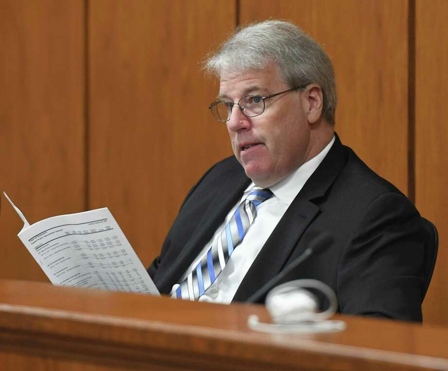 Ketua BET Michael Mason telah menyerukan pertemuan khusus pada hari Selasa mengenai anggaran setelah BET Demokrat meminta itu. Foto: Tyler Sizemore / Hearst Connecticut Media / Greenwich Time