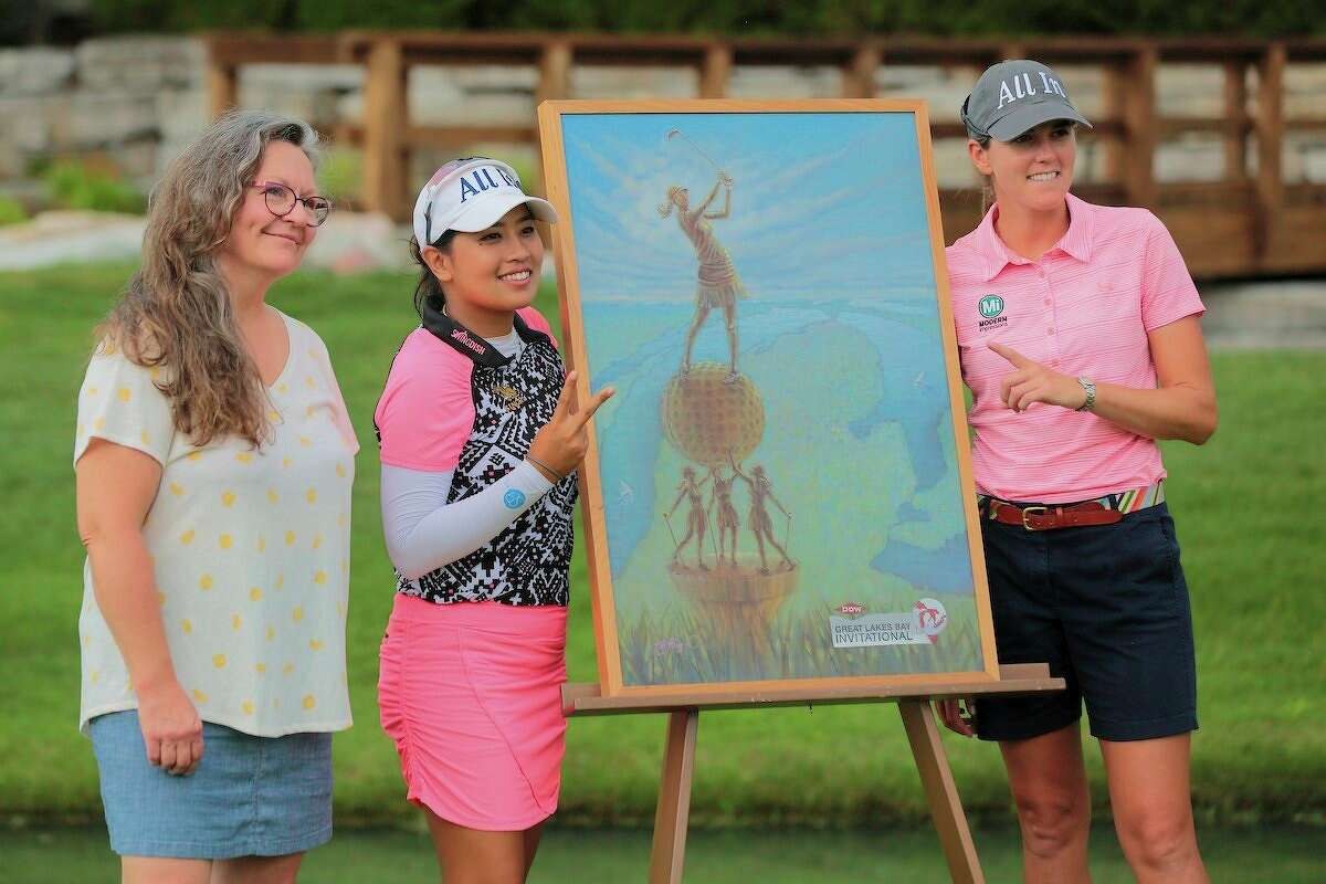 From left, Barbara Plezia, winner of the 2019 Dow GLBI Trophy Design Contest,poses with 2019 Dow GLBI Champions Jasmine Suwannapura and Cydney Clanton next to the 2019 winning trophy design at the Midland Country Club. Suwannapura and Clanton are back to defend their championship next week. (Photo provided)