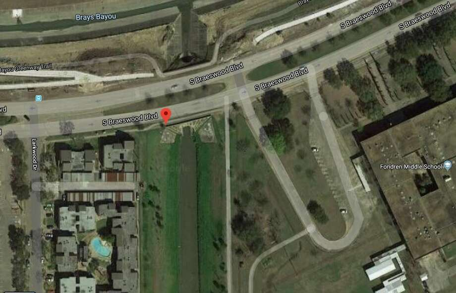 Route: South Braeswood Boulevard over HCFCD ditch (unspecified location) Daily crossings: 44,730 Year built: 1970 Source:ARTBA 2019 Bridge Report Photo: Google Maps