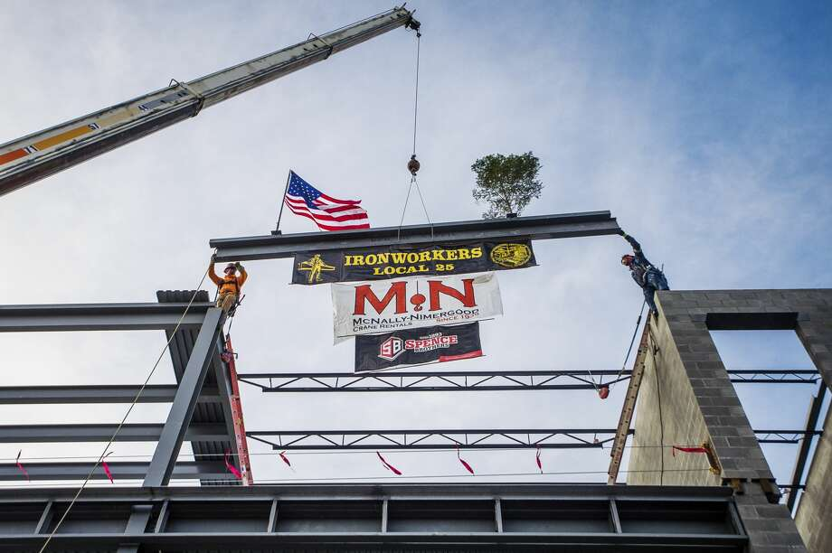 Spence Brothers and Delta College hold a topping out ceremony as they place the last steel beam on the Delta College Downtown Midland Center Wednesday, Feb. 5, 2020 at 419 E. Ellsworth St. (Katy Kildee/kkildee@mdn.net) Photo: (Katy Kildee/kkildee@mdn.net)