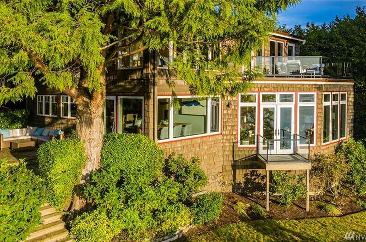 One of Mercer Island's original homes seeks a new owner, asking $2.4M