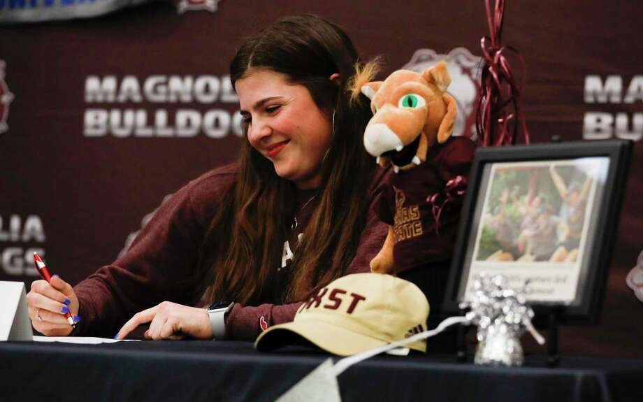 Halley Whitney signed to play golf for Texas State University during a National Signing Day ceremony at Magnolia High School, Wednesday, Feb. 5, 2020, in Magnolia. Photo: Jason Fochtman, Houston Chronicle / Staff Photographer / Houston Chronicle © 2020