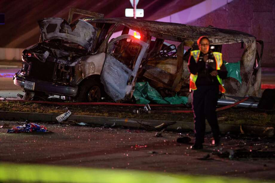 Van involved in a crash on Antoine Drive at the North Sam Houston Parkway underpass on Wednesday, Feb. 5, 2020, in Houston. Three people lost their lives in the crash. Photo: Marie D. De Jesús, Staff Photographer / © 2020 Houston Chronicle