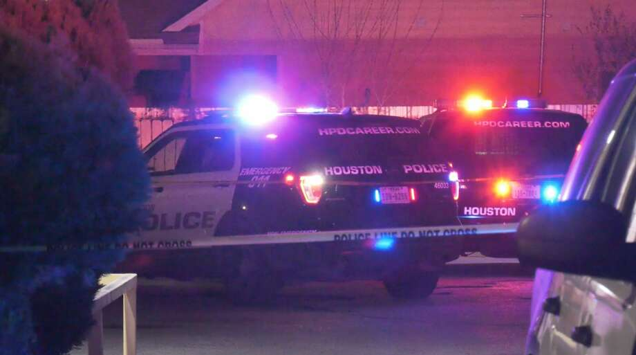 Houston police officers investigate a deadly shooting in the 9700 block of Lockwood Drive on Wednesday, Feb. 5, 2020. Photo: OnScene.TV