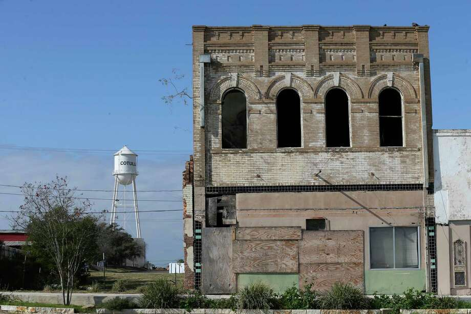 The city purchased the old Stockmens National Bank building in Cotulla two years ago. Officials plan to spend $500,000 to stabilize it. Photo: Jerry Lara / **MANDATORY CREDIT FOR PHOTOG AND SAN ANTONIO EXPRESS-NEWS/NO SALES/MAGS OUT/TV   © 2019 San Antonio Express-News