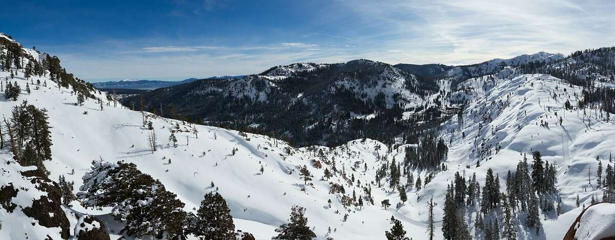 A proposed base-to-base gondola that would connect Squaw Valley and Alpine Meadows ski resorts through the mountains in North Tahoe got the go-ahead for construction when Squaw-Alpine reached an agreement with environmentalists this week to dismiss a lawsuit.
