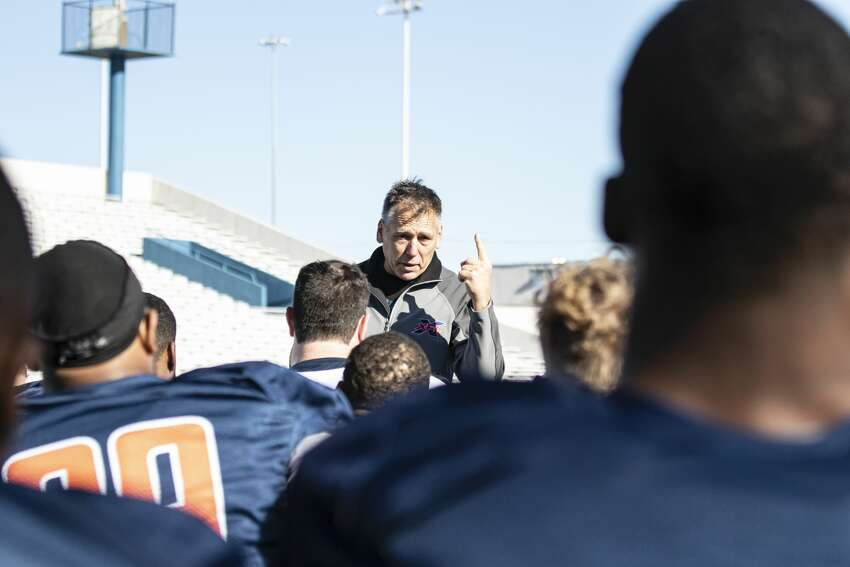 Seattle Dragons head coach JimZorntalking to the team during practice.