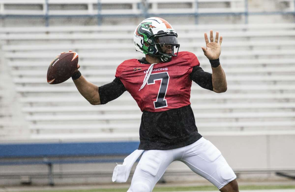 Seattle Dragons B.J. Daniels throwing a ball during practice.