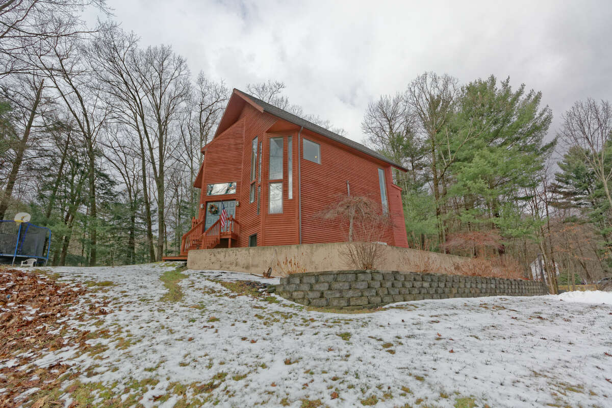 House of the Week: 19 Smith Hill Rd., Brunswick   Realtor: Teri Kraszewski of Howard Hanna   Discuss: Talk about this house