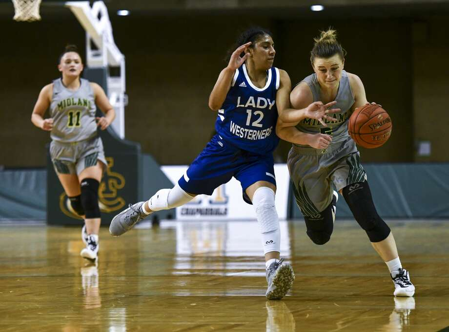 Midland College's Grace Beasley drives the ball down the sideline as Western Texas College's Carrie Lacy (21) attempts to lead her out of bounds Thursday, Feb. 6, 2020 at Chaparral Center. Photo: Jacy Lewis/Reporter-Telegram