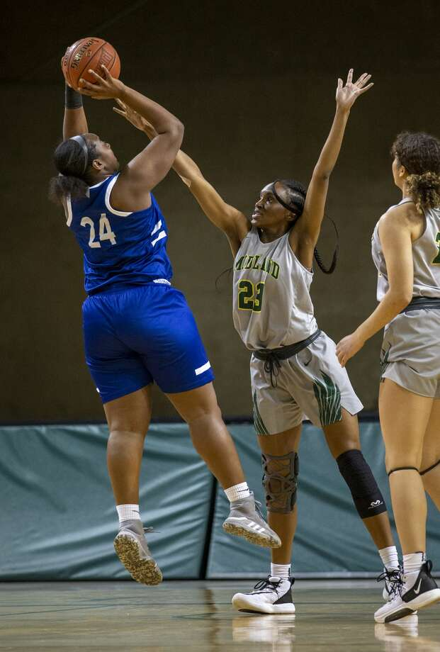 Midland College's Kyjai Miles attempts to block Western Texas College's Clarissa Francis shot Thursday, Feb. 6, 2020 at Chaparral Center. Photo: Jacy Lewis/Reporter-Telegram