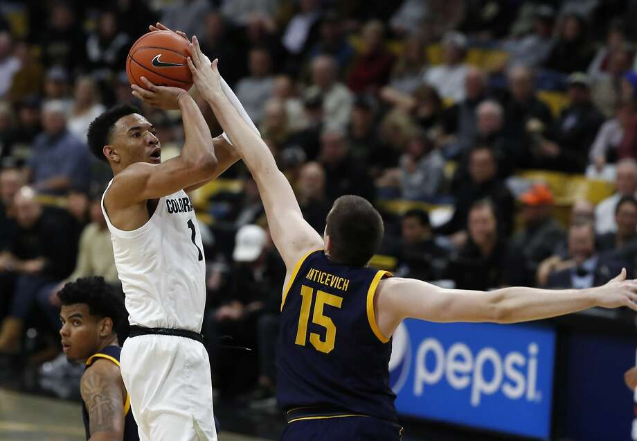 Colorado's Tyler Bey shoots over Cal's Grant Anticevich in the Buffaloes' win over the Bears. Bey scored a season-high 21 points. Photo: David Zalubowski / Associated Press