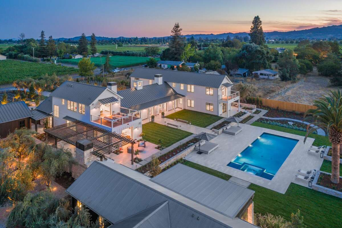 $15.5 million will buy you a stunning estate in Napa, complete with vineyard, pool, spa and more.