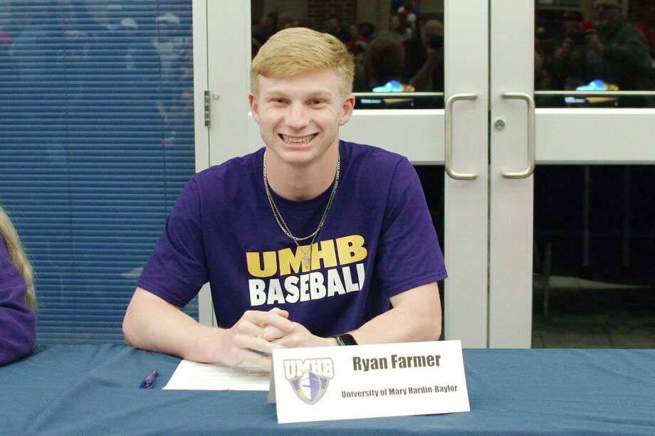 Dawson baseball player Ryan Farmer signed a national letter of intent to attend the University of Mary Hardin-Baylor. Photo: Kirk Sides / Staff Photographer / © 2020 Kirk Sides / Houston Chronicle