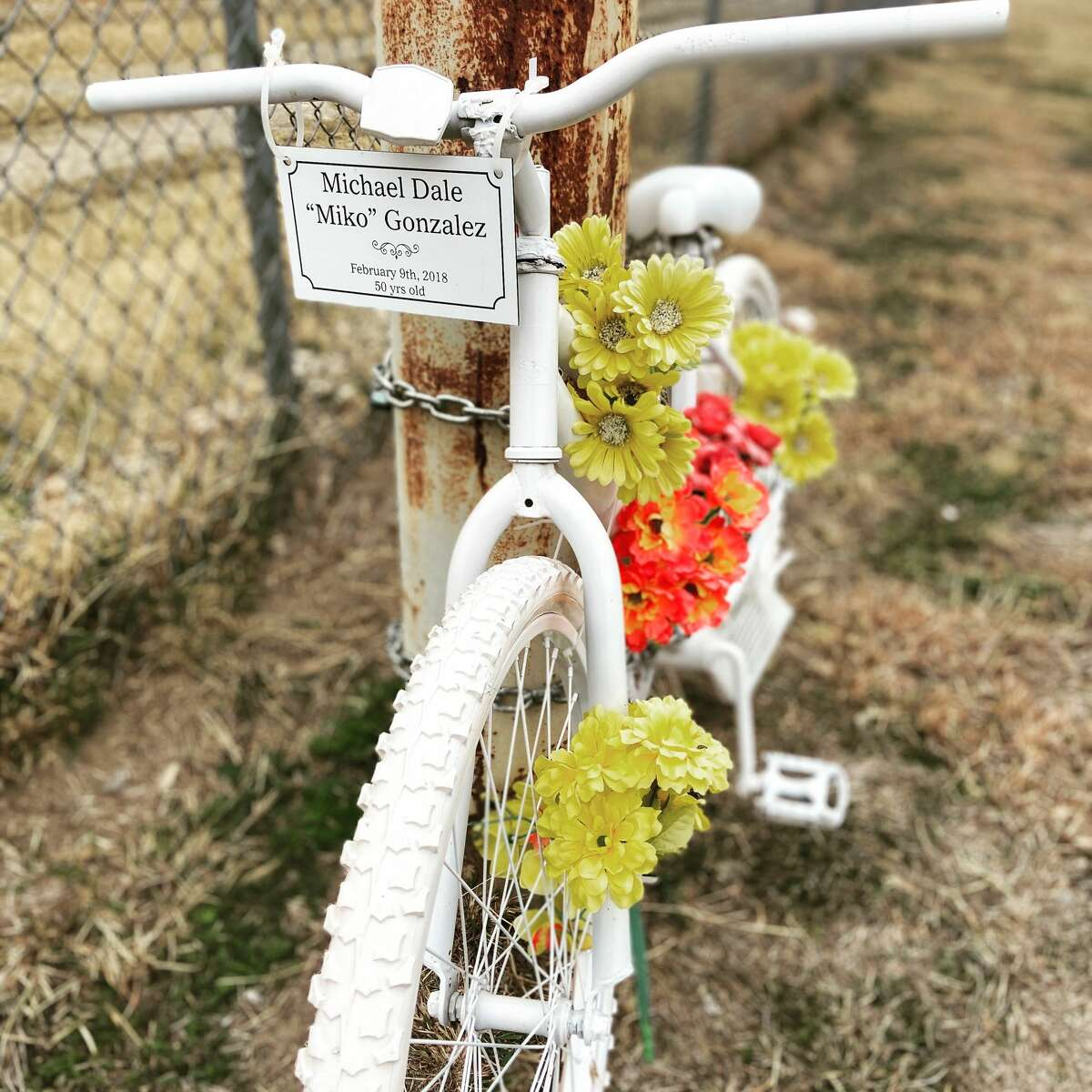 After experiencing many devastating losses in her life, Lynn Blanco Pérez, 41, started a ritual where she stops and pays her respects at any memorial site she finds on highways or roads, and sometimes even cemeteries.