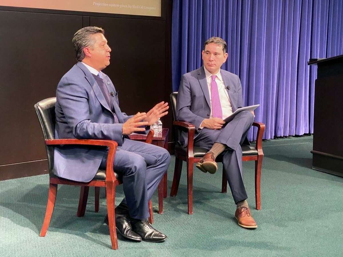 Tamaulipas Governor Francisco Garcia-Cabeza de Vaca (left) speaking withCenter for the United States and Mexico Director Tony Payan during a Friday, February 7, 2020 even at Rice University's Baker Institute.