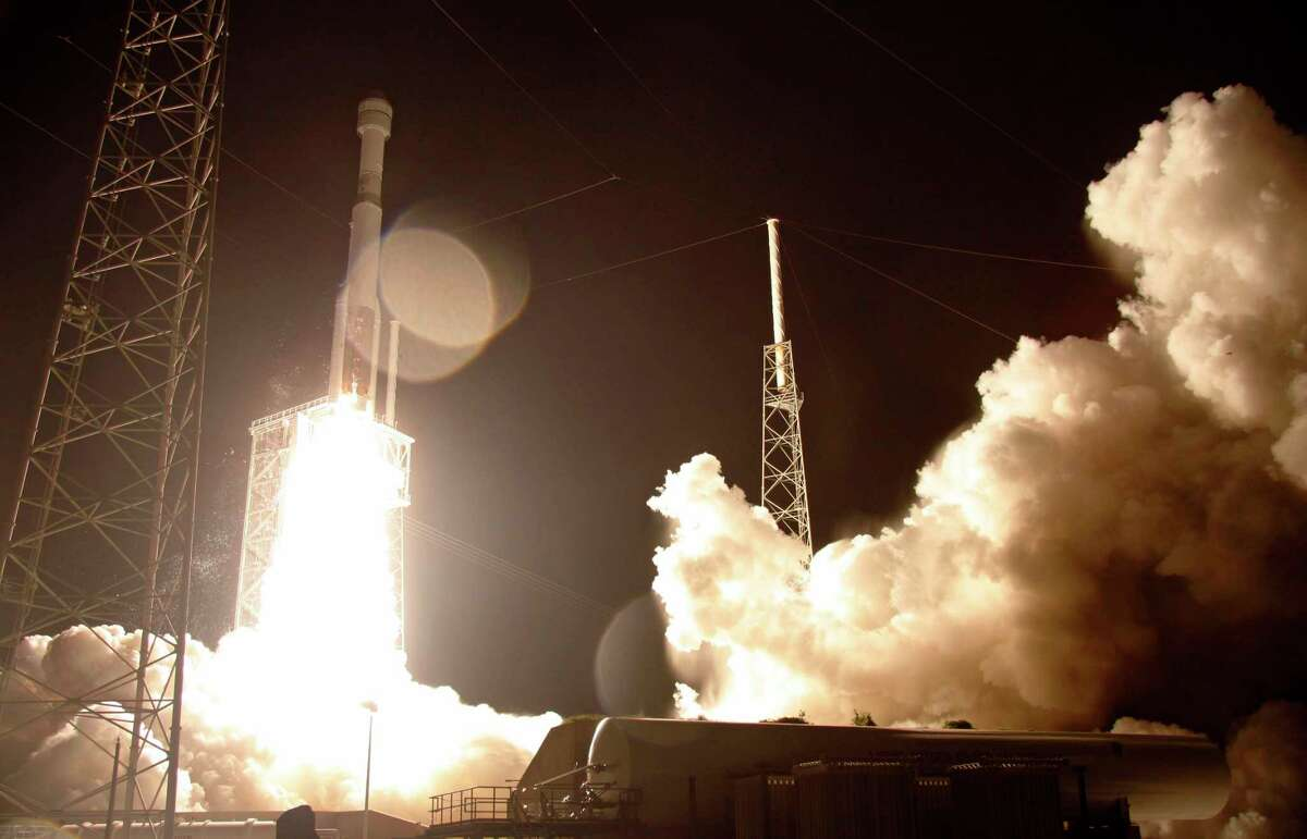 A United Launch Alliance Atlas V rocket carrying the Boeing Starliner crew capsule on an Orbital Flight Test to the International Space Station lifts off from Space Launch Complex 41 at Cape Canaveral Air Force station, Friday, Dec. 20, 2019, in Cape Canaveral, Fla. The Starliner spacecraft did not reach the proper orbit.(AP Photo/Terry Renna)