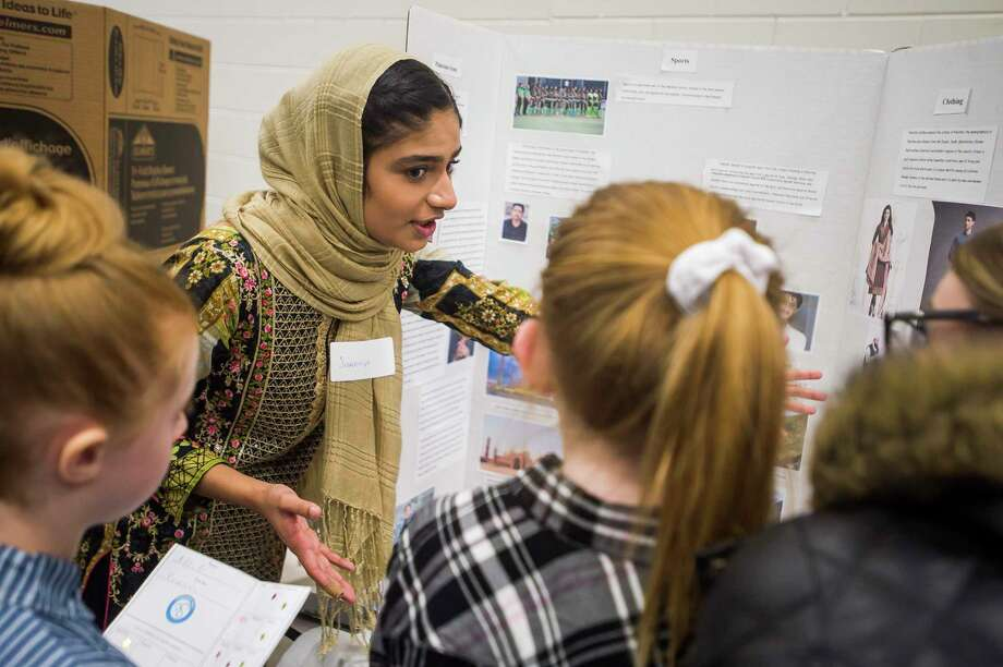 """A woman provides students with information about Pakistan during a """"multi-cultural night"""" Thursday at Chestnut Hill Elementary. (Katy Kildee/kkildee@mdn.net)"""