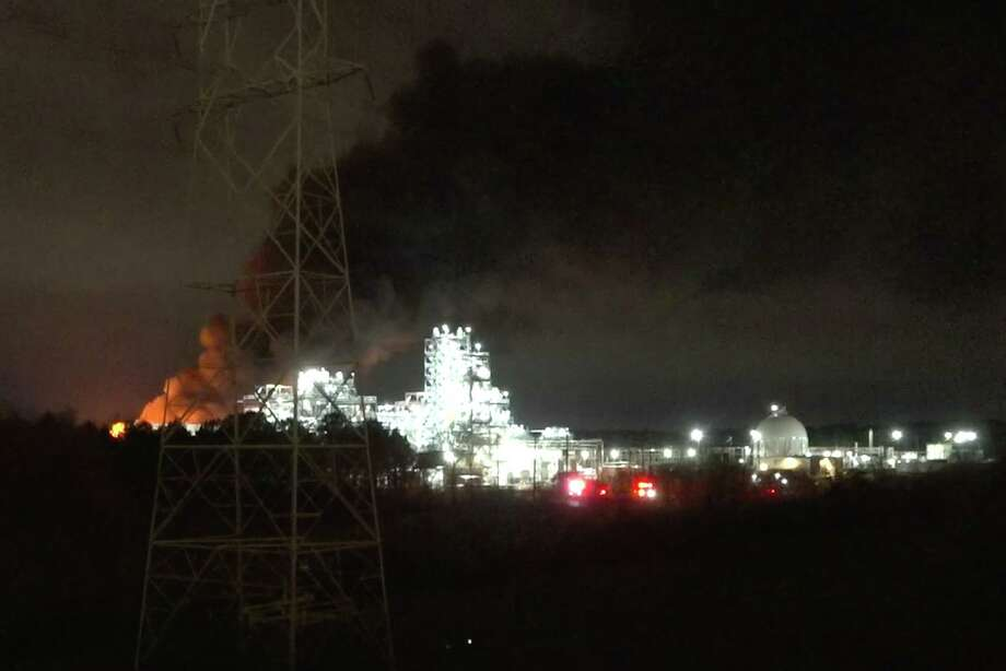 A large Baytown plant fire sent smoke into the East Houston sky early Saturday and cost hundreds of homeowners their power. Photo: Courtesy ONSCENE TV