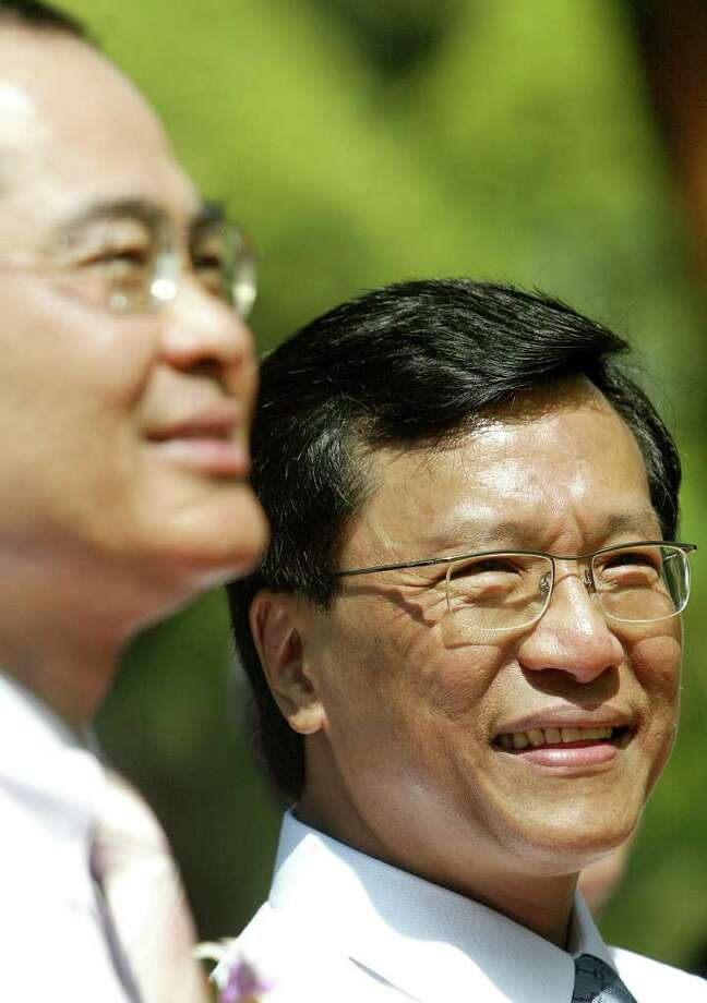 Chaiman of Genting International Group Lim Kok Tay, right, is seen next to Singapore's Minister for Trade and Industry Lim Hng Kiang, left, during a groundbreaking ceremony of the Resorts World at Sentosa construction site, Monday April 16, 2007 on Sentosa, a southern island tourist attraction off Singapore. (AP Photo/Wong Maye-E) Photo: Wong Maye-e / AP2007