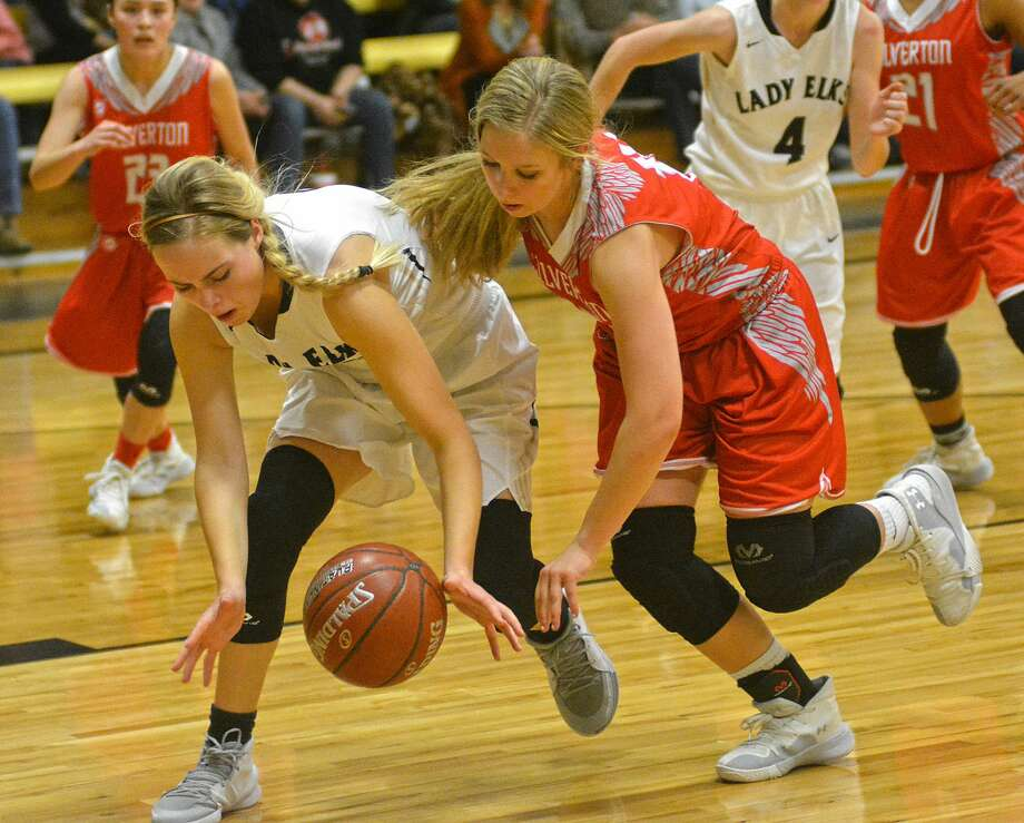 Cotton Center's Darcie Burnett and Silverton's MaKlay Grabble battle for a loose ball during their District 4-1A girls basketball game on Friday, Feb. 7, 2020 at Cotton Center. Photo: Nathan Giese/Planview Herald