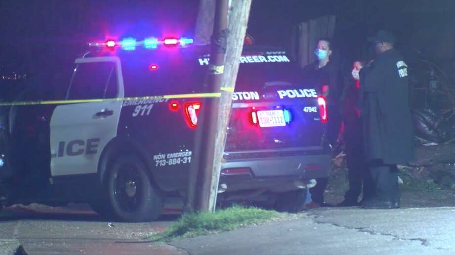Houston police officers work the scene of a deadly shooting in the 8200 block of Scott Street on Sunday, Feb. 9, 2020. Photo: OnScene.TV