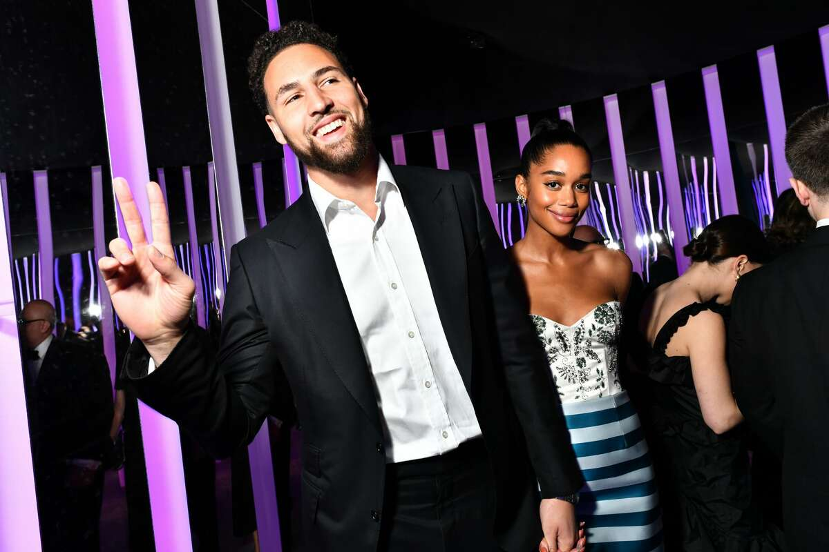 Klay Thompson and Laura Harrier attend the 2020 Vanity Fair Oscar Party hosted by Radhika Jones at Wallis Annenberg Center for the Performing Arts on February 09, 2020 in Beverly Hills, California.