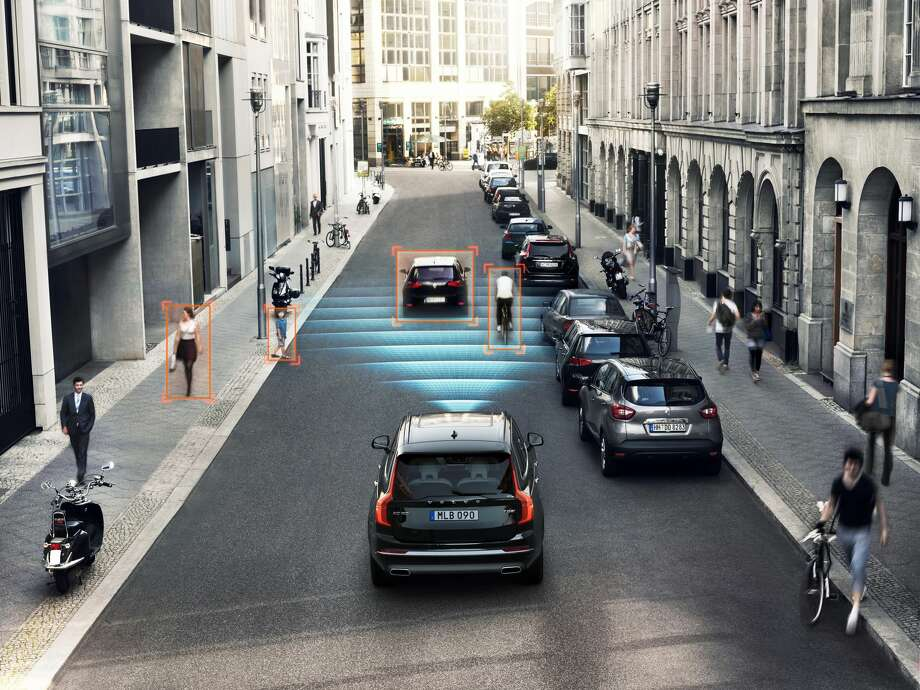 Augmenting the braking function, the Forward Collision Warning feature warns drivers before braking becomes required if the vehicle is approaching another car or a stationary object at a closing speed perceived to be too high. Photo: Motor Matters