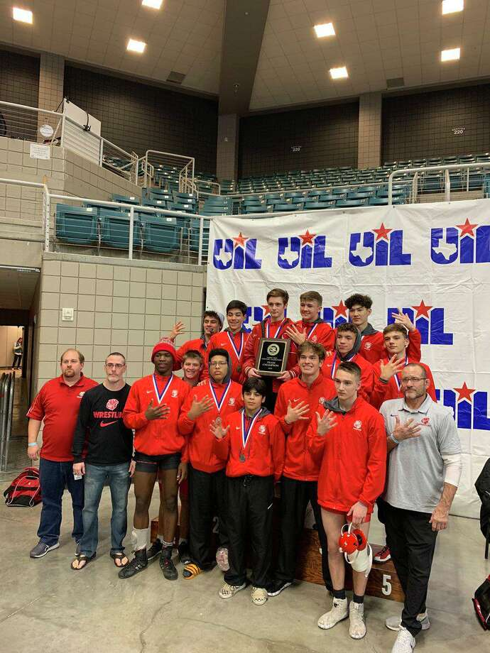 The Katy boys wrestling team won its fifth consecutive district championship with 248.5 points, winning seven weight classes. Photo: Katy ISD Athletics / Katy ISD Athletics