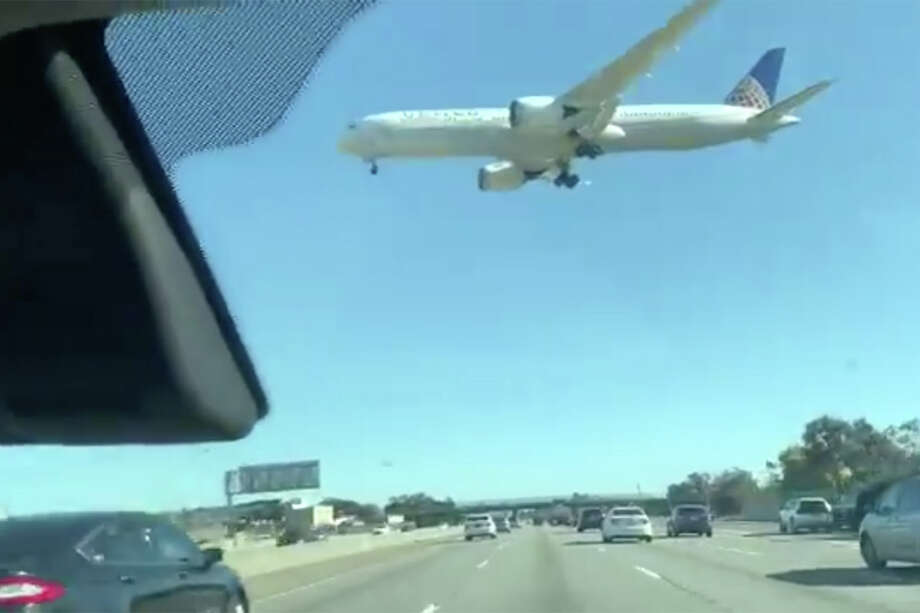 Jenn Chow recorded video of a United Airlines plane landing from the west at SFO airport on Sunday. High winds in the region affected flights at the airport, causing numerous delays and cancellations. Photo: Courtesy Jenn Chow