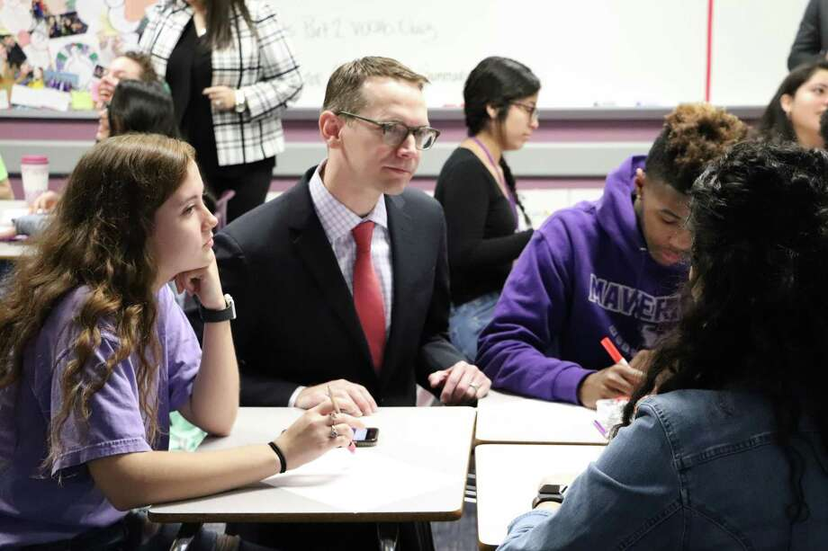 Mike Morath, Texas Education Agency (TEA) commissioner of education, visits with students at Morton Ranch High School on Tuesday. Photo: Courtesy By Katy ISD