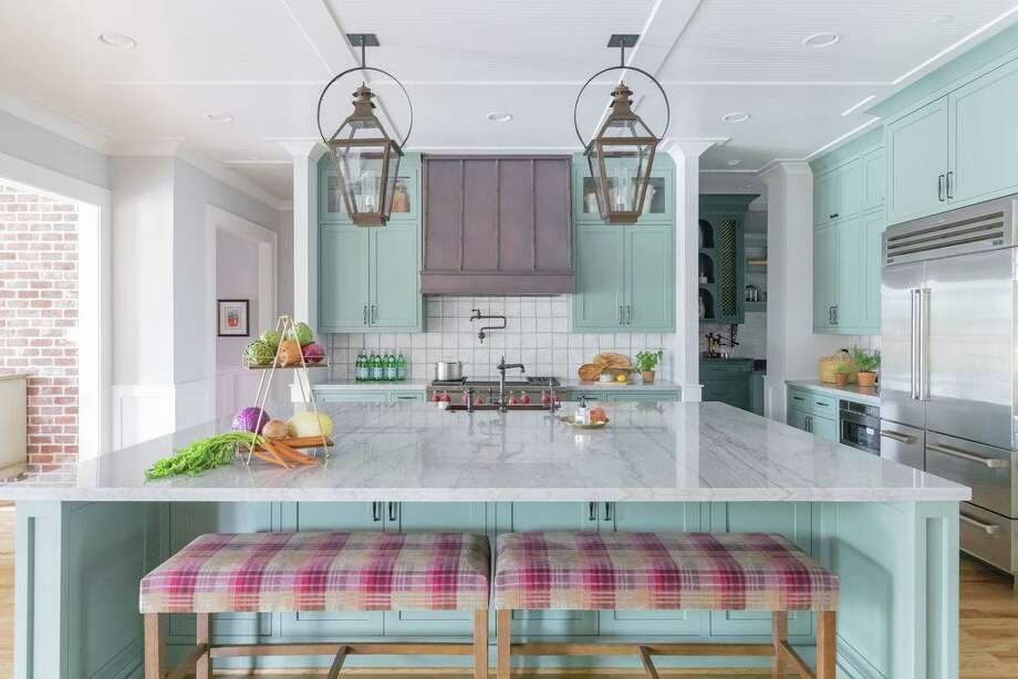 The kitchen in the Bellaire home of Pam and Bill Nelson makes a colorful statement. Photo: Analicia Herrmann / ANALICIA HERRMANN