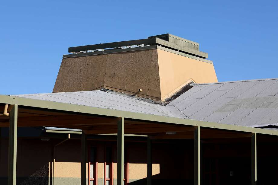 The roof at Lake Elementary School in San Pablo is in need of repair. Photo: Yalonda M. James / The Chronicle