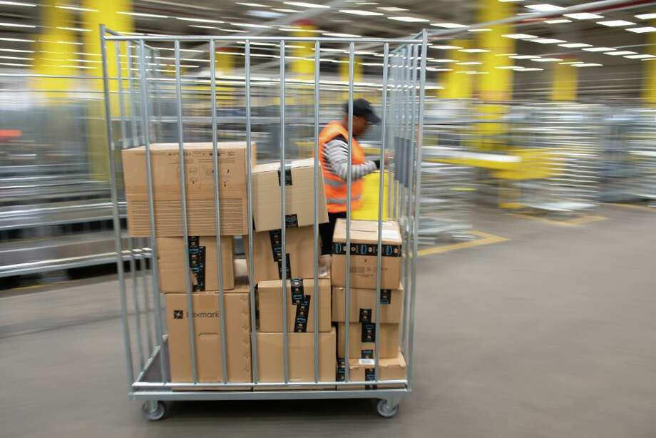 15 Senators have signed a letter to Jeff Bezos demanding answers on worker safety. Photo: Sebastian Kahnert Via Getty Images / (c) dpa-Zentralbild