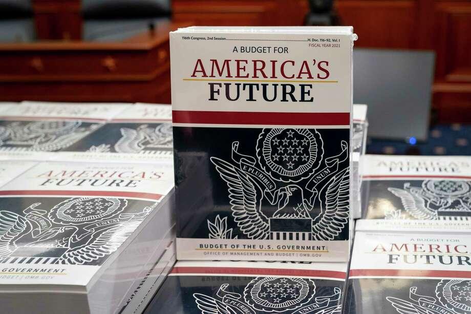 Foto tomada en Washington el 10 de febrero del 2021 de la propuesta de presupuesto formulada por el presidente Donald Trump. Photo: J. Scott Applewhite /Associated Press / Copyright 2020 The Associated Press. All rights reserved