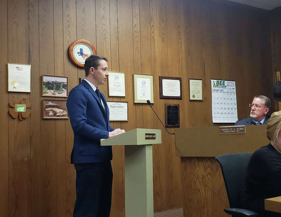 Tony Schum, vice president of Duff & Phelps and site selection and incentive advisor, spoke to commissioners on Monday about the plans for Oxy Low Carbon Ventures to develop a new facility in Hale County. Photo: Ellysa Harris/Plainview Herald