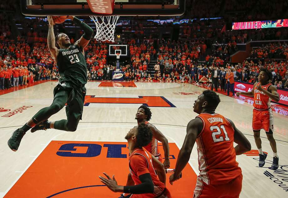 Michigan State's Xavier Tillman flies for the game-winning dunk on which Illinois' Ayo Dosunmu got hurt. Photo: Michael Hickey / Getty Images
