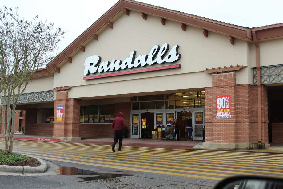 The last two Randalls grocery stores in The Woodlands closed forever at 10 p.m., Saturday, Feb. 15. The closure of the Grogan's Mill Randalls has caused a ripple effect in local small businesses and the community. The store's closure meant nearby homeowners and apartment dwellers no longer had a nearby pharmacy, Texas motor vehicle registration kiosk and fresh produce and a bakery. Photo: Photographs By Jeff Forward/The Villager / Photographs By Jeff Forward/The Villager