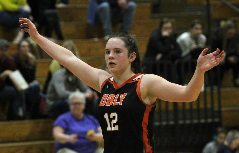 Ubly's Josie Gusa scans the court on defense in a recent game for the Bearcats. Photo: Mark Birdsall/Huron Daily Tribune