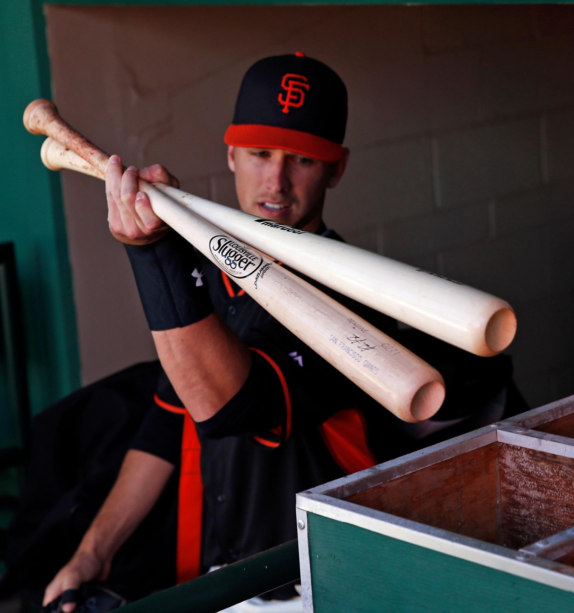 Giants' Posey whacking balls 'in trees out there' as he weighs swing changes