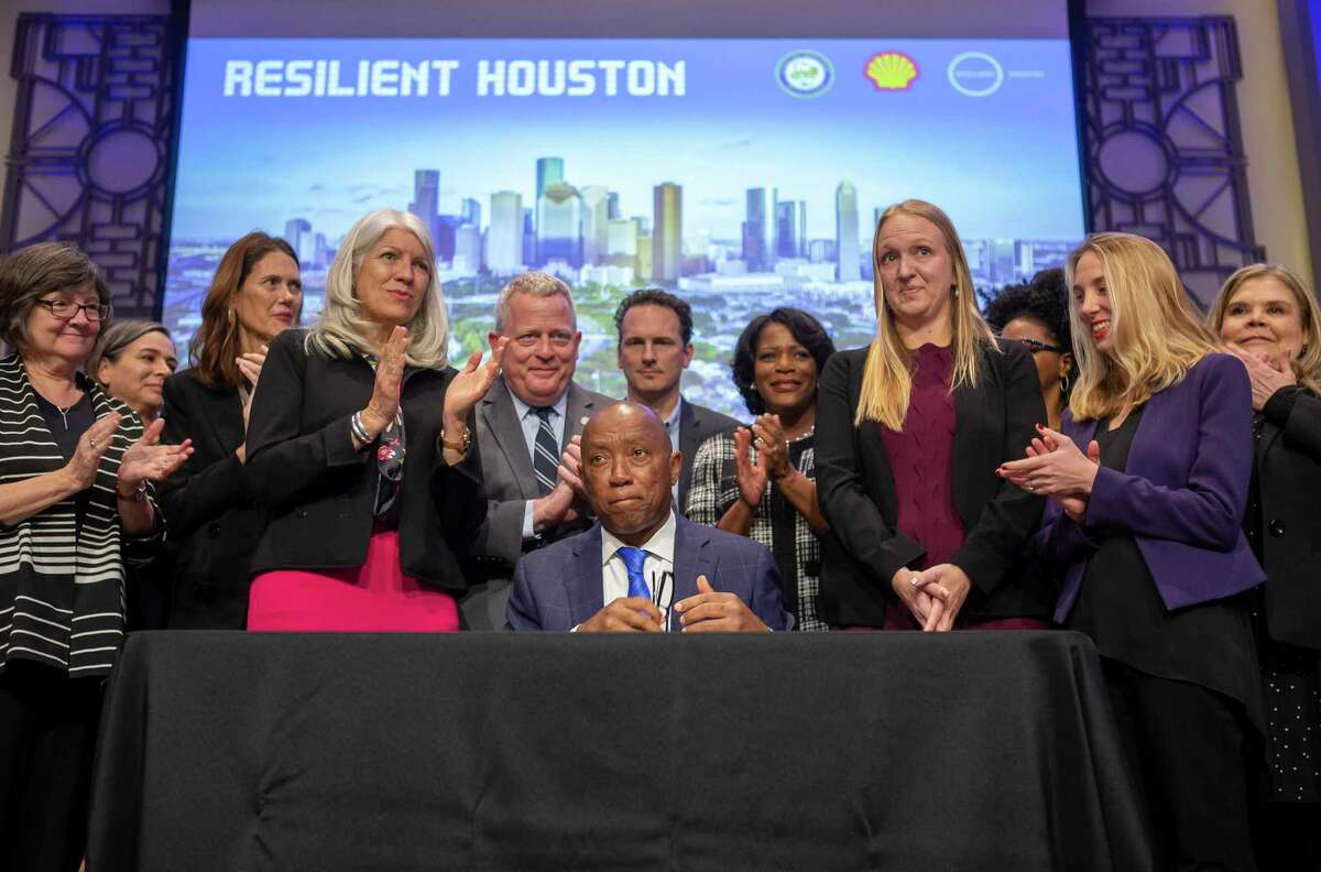 Mayor Sylvester Turner signs an executive order directing each city department to integrate the Resilient Houston plan into their planning operations Wednesday, Feb. 12, 2020, in the Legacy Room at Houston City Hall.