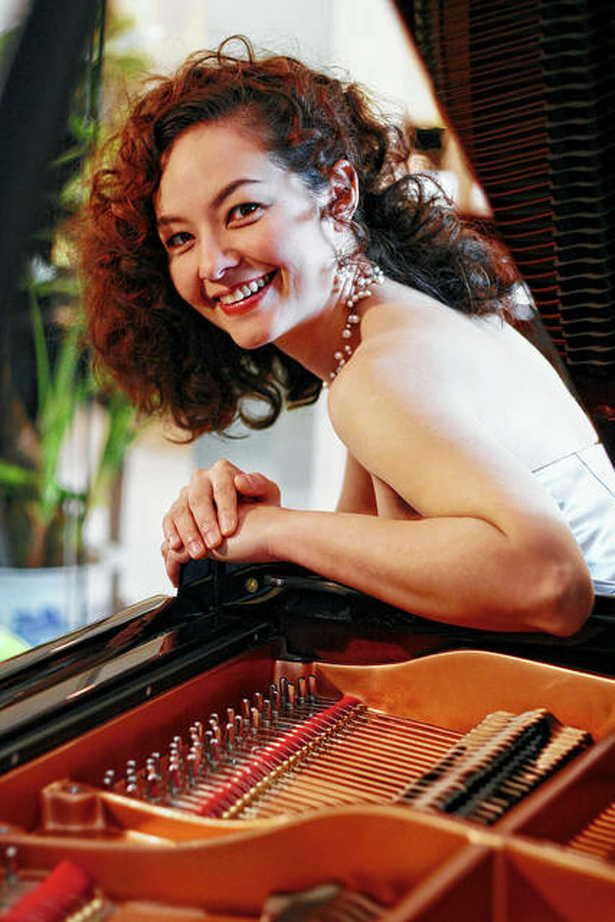Pianist Sandra Wright Shen will be the guest soloist this weekend during the Illinois Symphony Orchestra's Valentine concerts in Springfield and Bloomington.