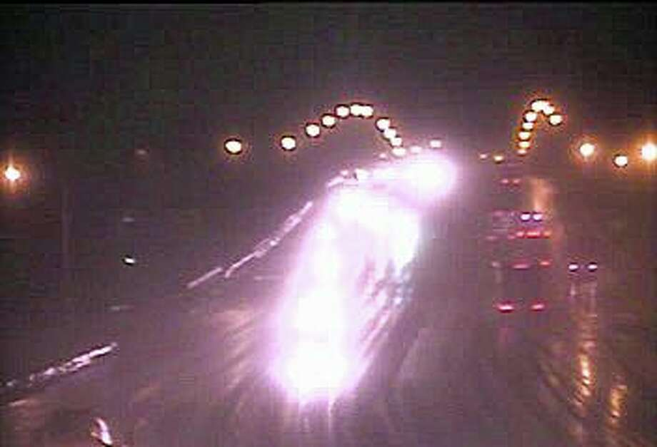 Moderate rain falls on the I-95 bridge over the Saugatuck River in Westport at 4:43 AM on Thursday, Feb. 13, 2020. Photo: DOT Traffic Cam