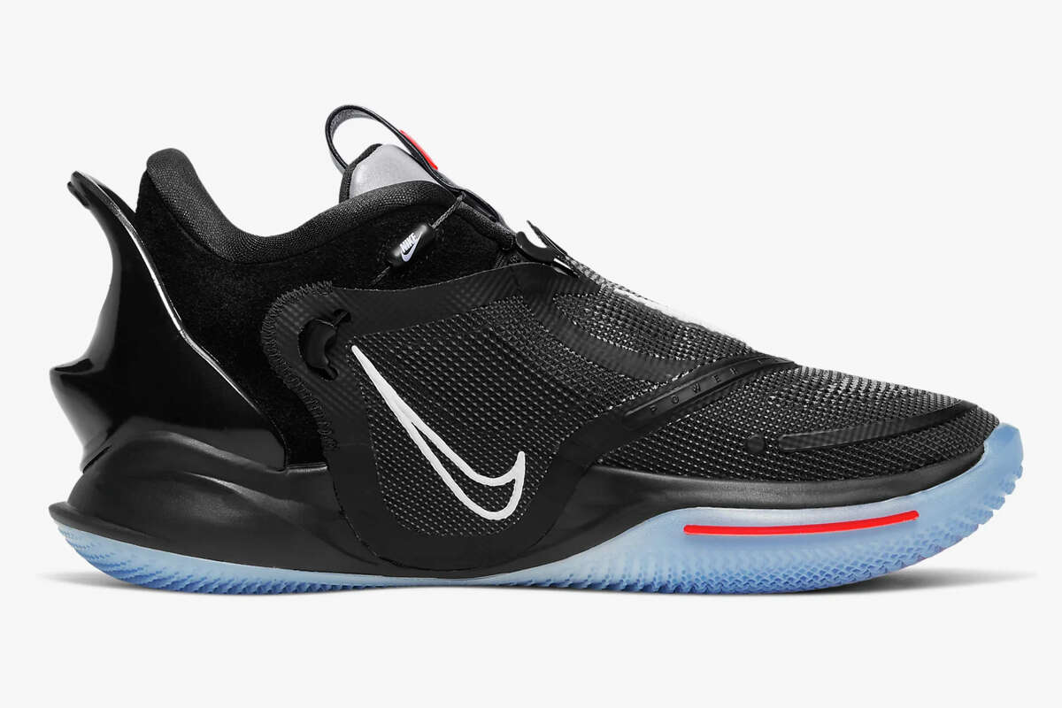 pastel Norteamérica Humo  Nike Adapt BB 2.0 laces itself, is Bluetooth-capable and basically from the  future