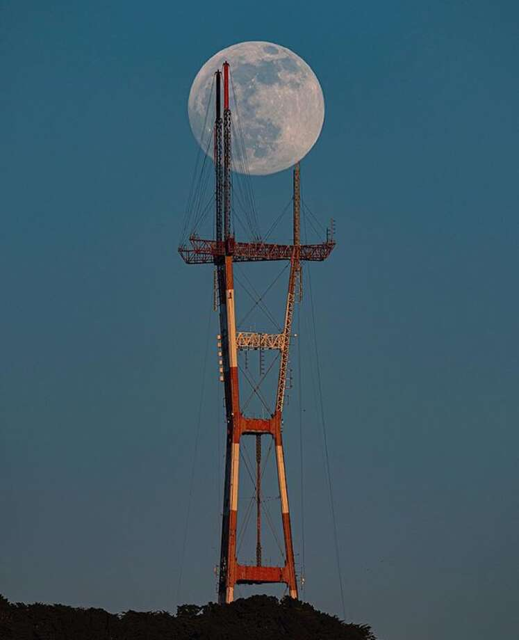 When one of the masts on the Sutro Tower was recently being repaired, @liewdesign composed this stunning photo of a full moon apparently passing through its structure. Photo: Instagram / Liewdesign