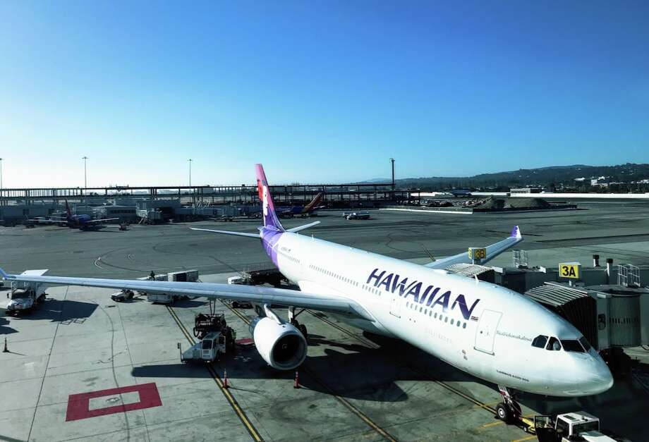 Hawaiian Airlines plans to cut nearly all its mainland-Hawaii flights due to a quarantine order by Hawaii governor Ige. Photo: Chris McGinnis