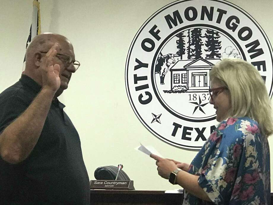 FILE PHOTO Mayor Sara Countryman swears in Jon Bickford for Place 1 on May 14, 2019. Photo: Meagan Ellsworth / Meagan Ellsworth